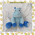 Doudou peluche hippopotame bleu grelot arthur et lola bébisol