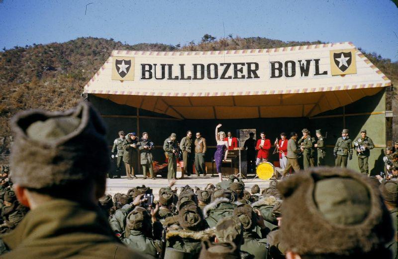 1954-02-18-korea-2nd_division-bulldozer_bowl-020-1