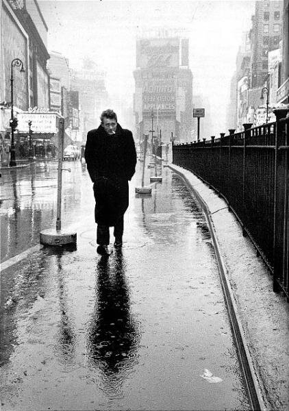 James Dean photographié par Dennis Stock en 1955 à Times Square