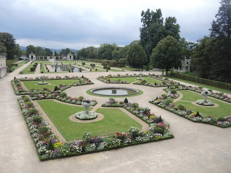 Cambo-les-Bains, Villa Arnaga, jardin vue des studios (64)