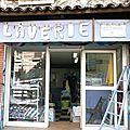 Devanture laverie antibes logo humour photo