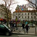 Scène de rue parnassienne.
