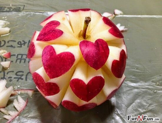 -carving-fruit apple hearts