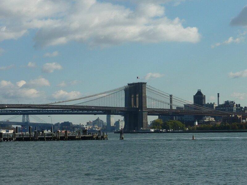 pont de brooklyn et un autre plus près