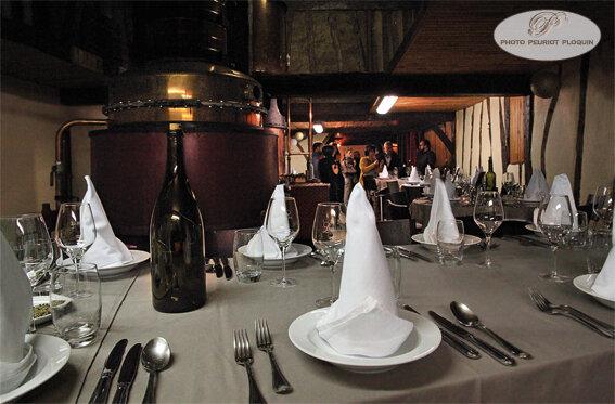 DOMAINE_DE_LAGUILLE_distillation_avant_le_repas___