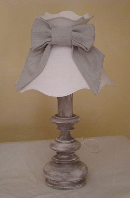 2 lampes de chevet sur pied en bois patin perle de lumi res cr ation d 39 abat jour sur mesure. Black Bedroom Furniture Sets. Home Design Ideas