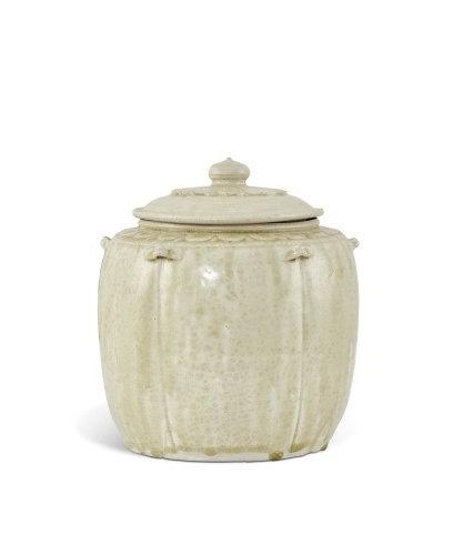 A green-glazed 'lotus' jar and cover, Vietnam, Lý dynasty (1009-1225)