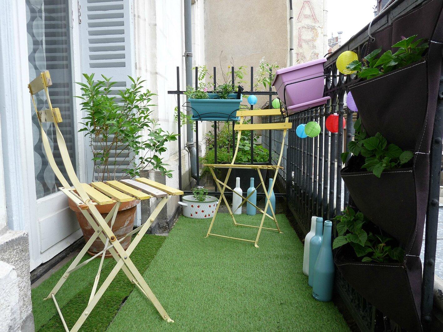un petit coin de verdure sur le balcon un nuage une plume. Black Bedroom Furniture Sets. Home Design Ideas