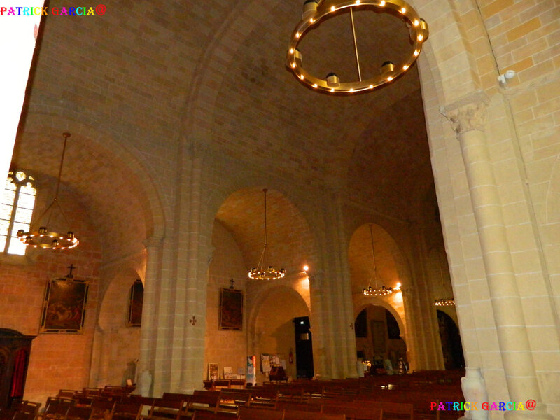 LESCAR-64-CATHEDRALE INTERIEUR--880 copie