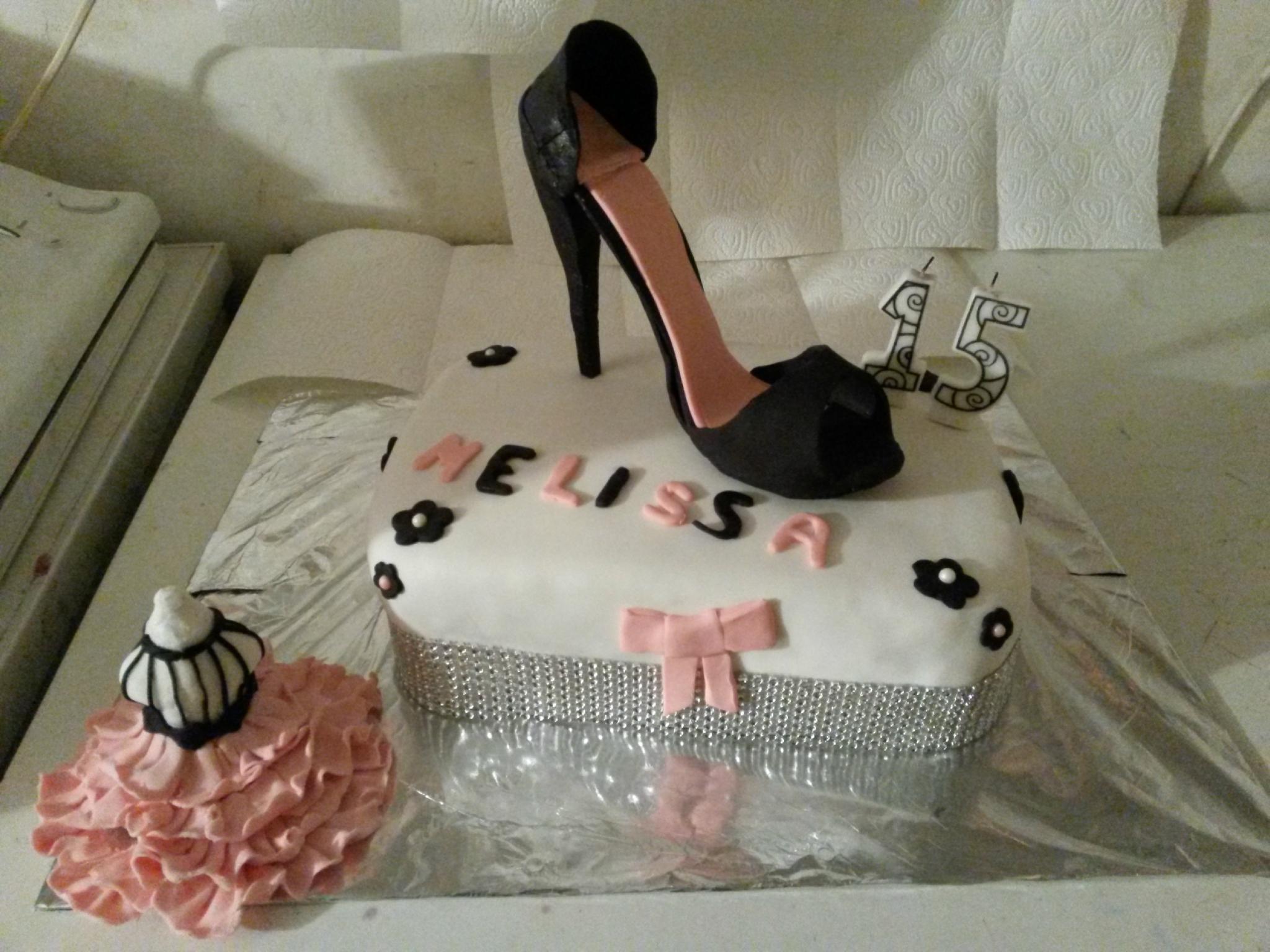 Gâteau d'anniversaire en pâte à sucre
