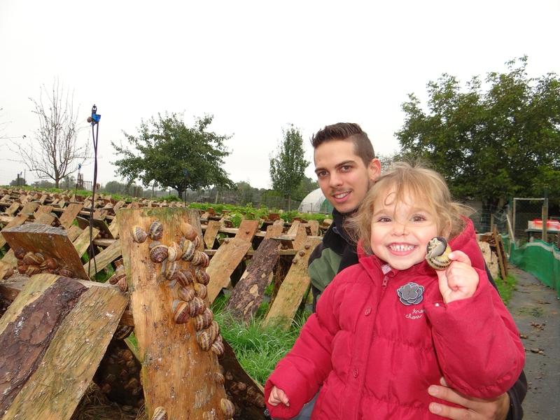 Alexandre Maire (aux côtés de sa petite nièce) élève et transforme plus de