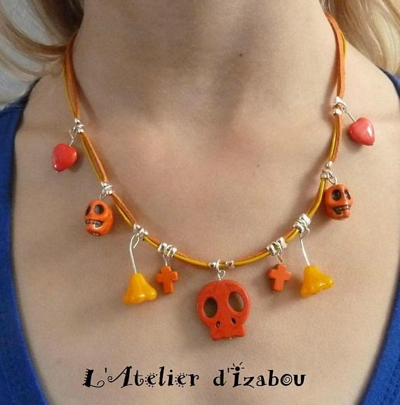 Collier halloween, citrouille, tete de mort, croix orange et jaune