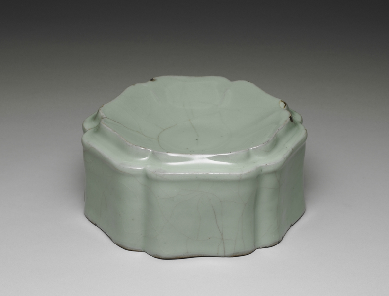 Hibiscus-shaped container with celadon glaze Guan ware, Southern Song dynasty, 12th-13th century