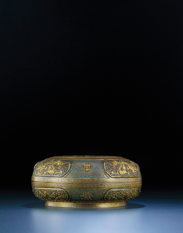 2011_HGK_02861_3653_001(an_important_and_exceedingly_rare_pair_of_cloisonne_and_champleve_enam)