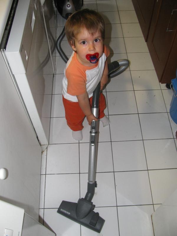 Petit homme de ménage