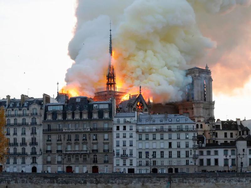 19 04 15 Notre Dame de Paris en feu (2