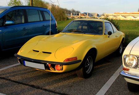 Opel GT 1900 version US (1968-1973)(Rencard Burger King avril 2011) 01