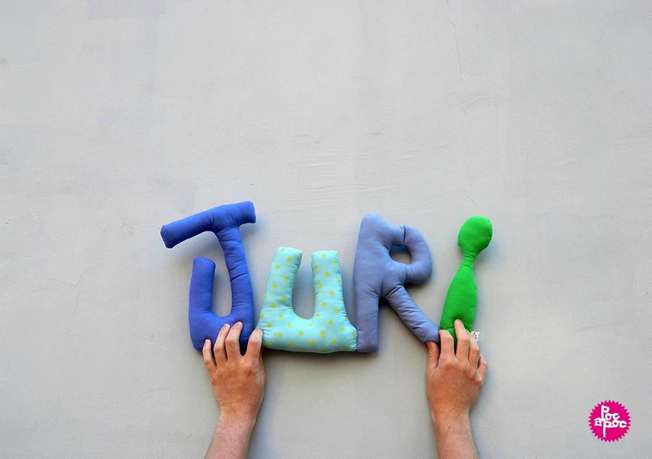 juri,mot en tissu,mot decoratif,cadeau de naissance,decoration chambre d'enfant,cadeau personnalise,cadeau original,poc a poc blog