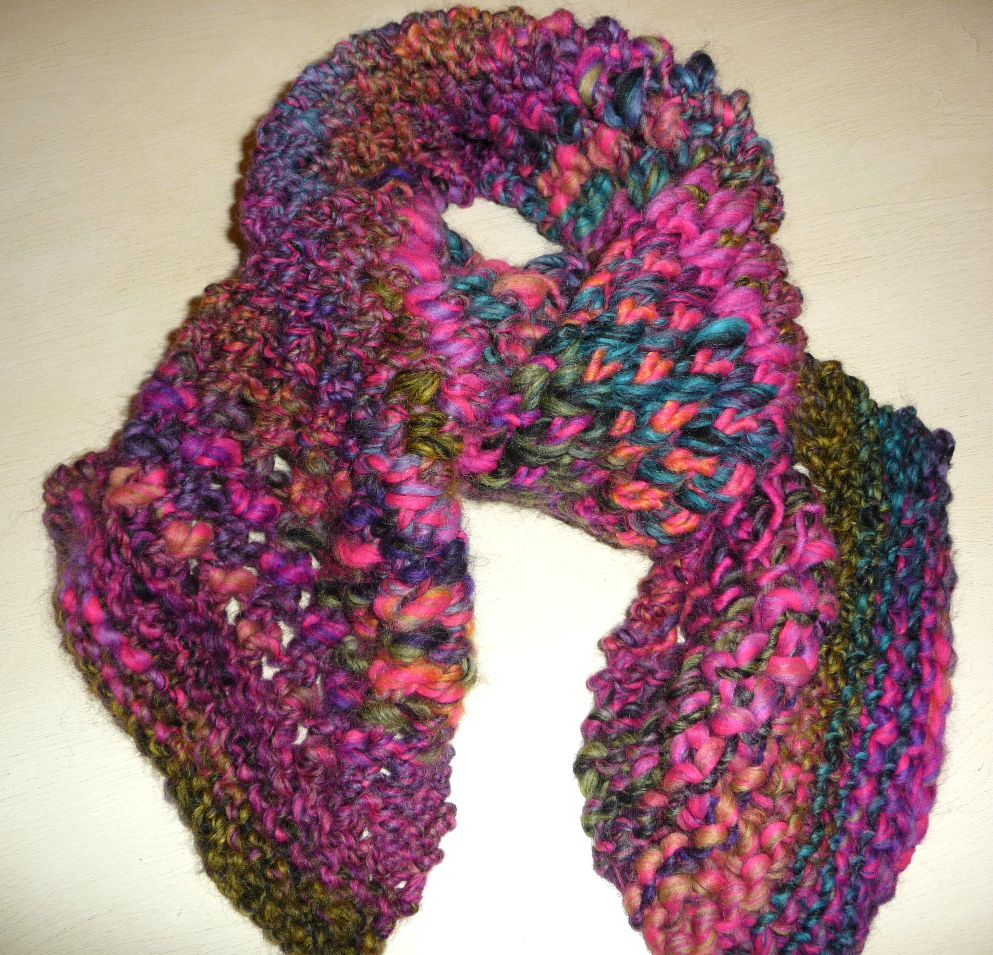Echarpe ajourée en laine KATIA USHUAIA - La Malle aux Mille Mailles 9774ee26caf