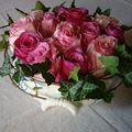 Roses dans une soupière ancienne