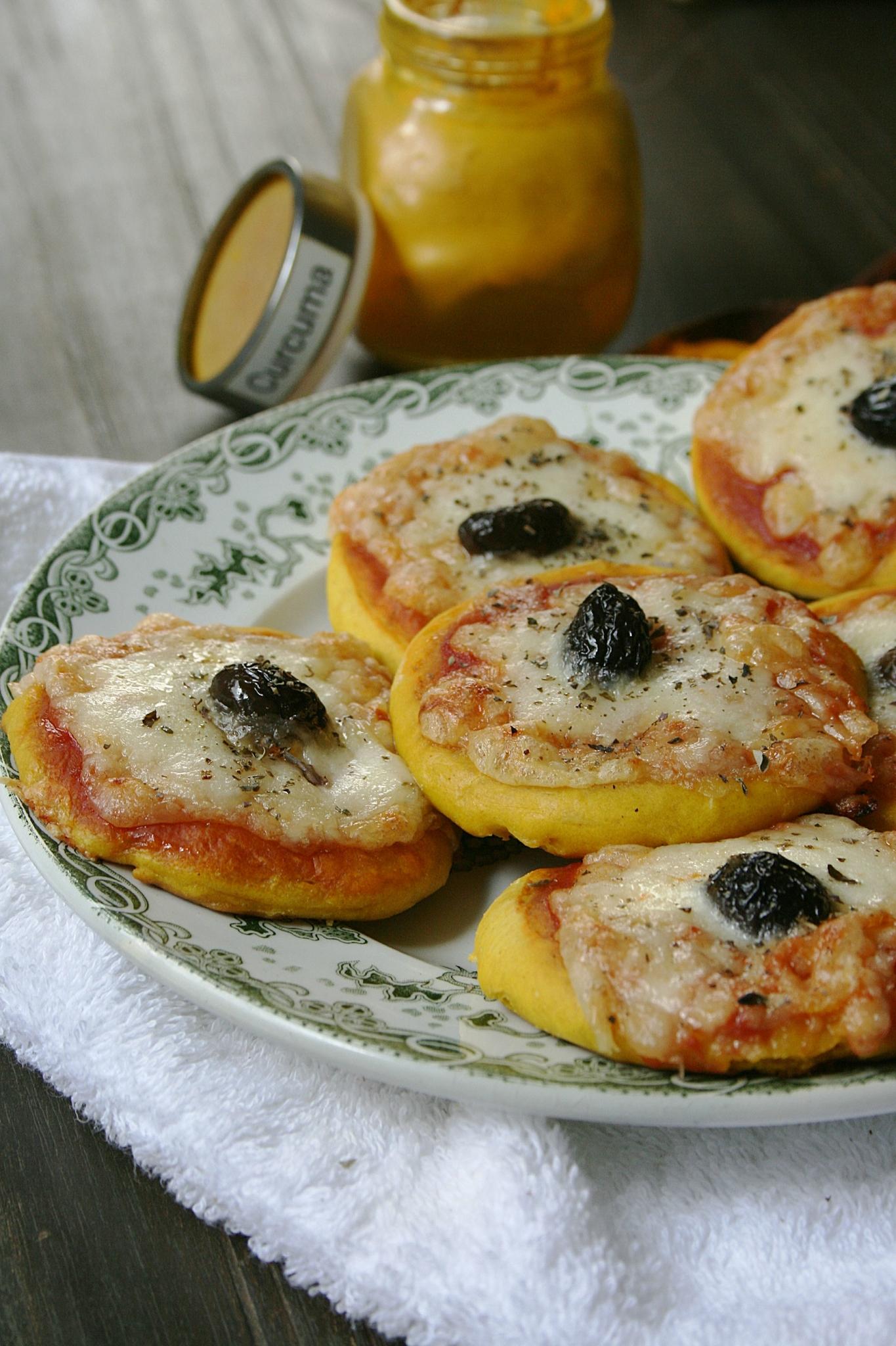 Mini pizza au curcuma (pâte au curcuma)