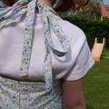 Robe bleue dos à plis creux