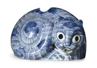 a_rare_chinese_export_blue_and_white_cat_nightlight_d5527835h