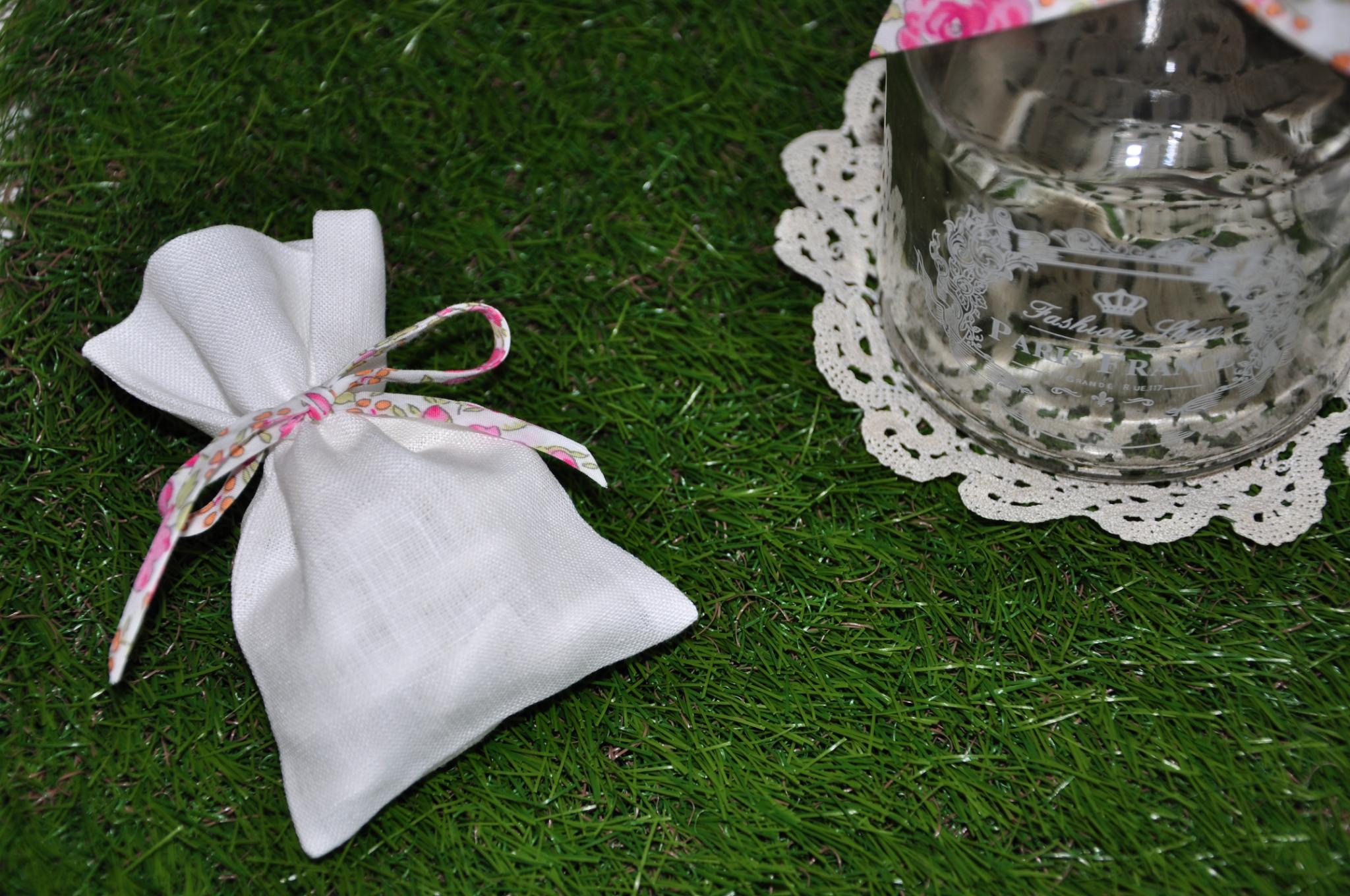 Sachet dragées en Lin blanc: le must de vos cérémonies!