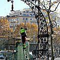 Barcelone, Gracia, lampadaire, banc, laveur abris bus_6348