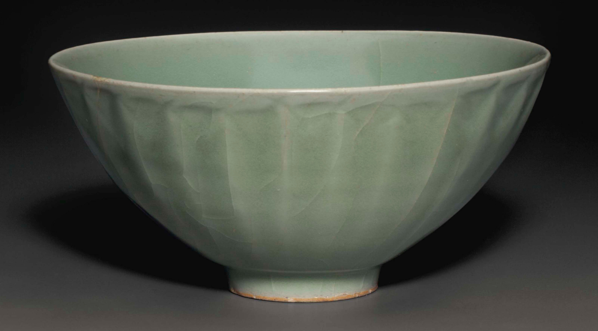 A Longquan celadon bowl, Southern Song dynasty (1127-1279)