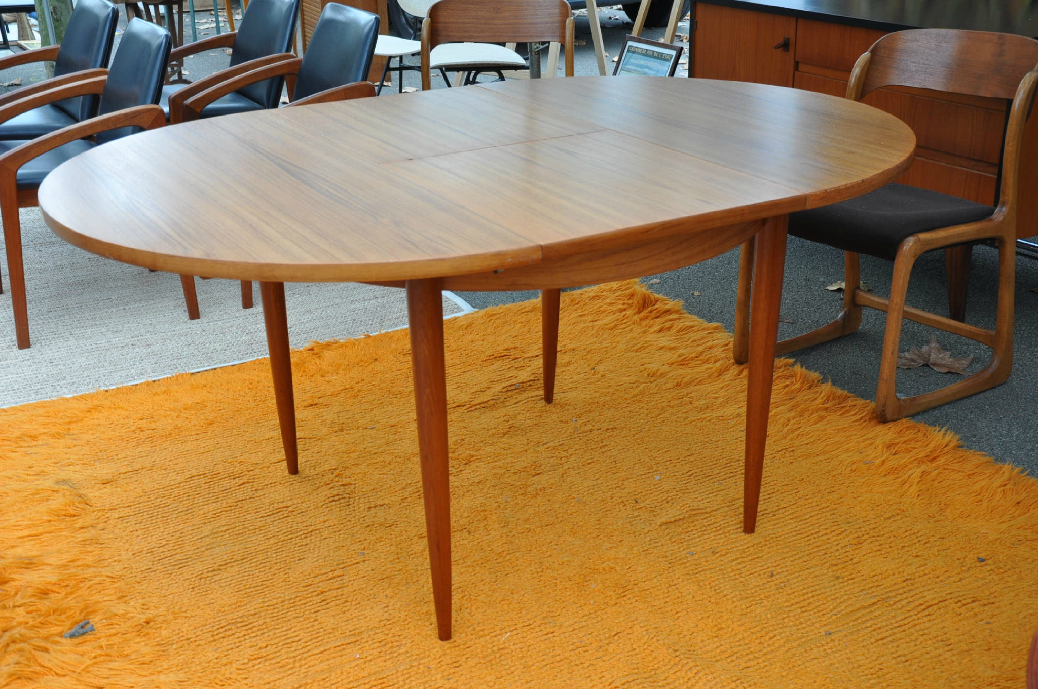 table ronde teck de type scandinave article vendu antiquit s du vingti me. Black Bedroom Furniture Sets. Home Design Ideas