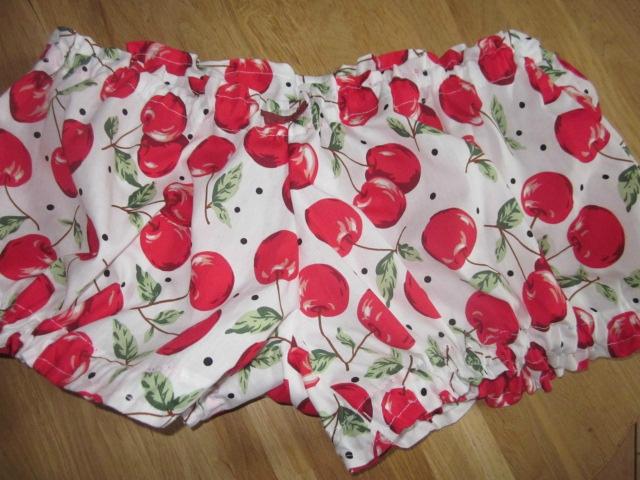 Culotte BIANCA en coton blanc imprimé cerises - noeud vichy vert et rouge (2)
