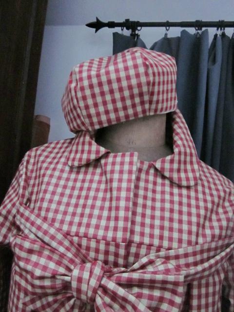 Ciré AGLAE en coton enduit à carreaux rouge et beige - Chapeau de pluie AGATHE dans le même tissu(1)