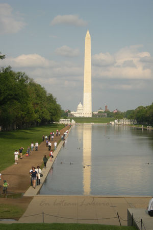 Washington_Monument_and_the_reflector_pool