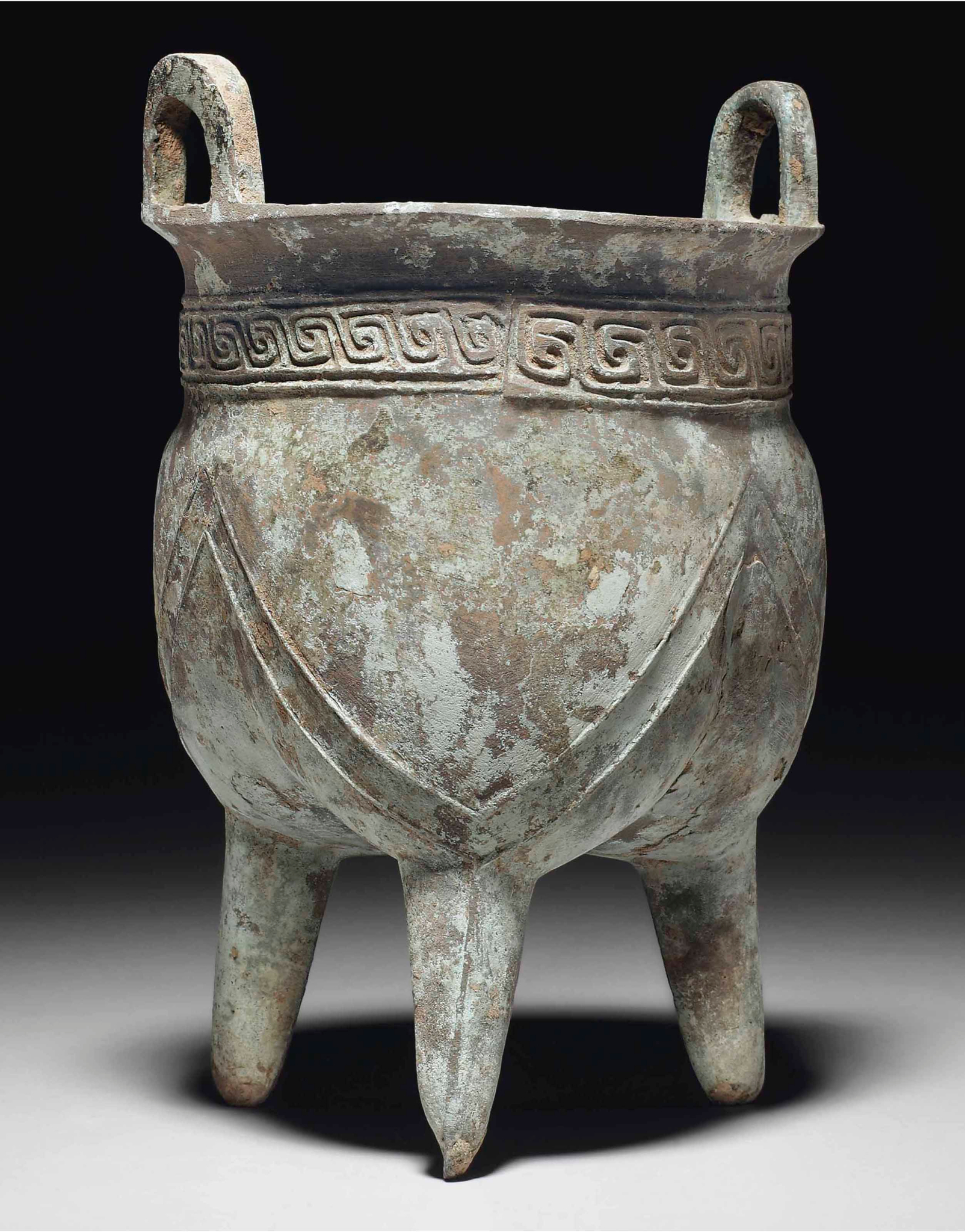 2014_NYR_02872_0984_000(an_unusual_bronze_ritual_tripod_food_vessel_liding_early_shang_dynasty)