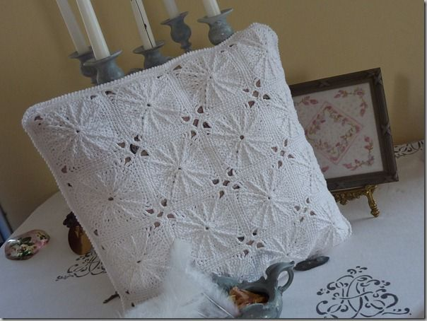 Coussin blanc crochet-21.03.2012 001