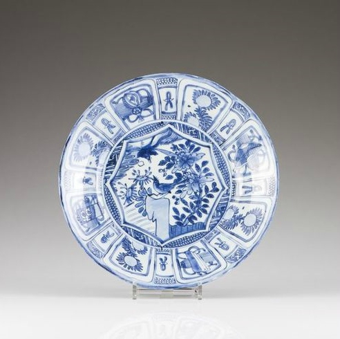 A Kraak blue and white plate, Ming Dynasty, Wanli Period (1572-1620). Photo VERITAS ART AUCTIONEERS
