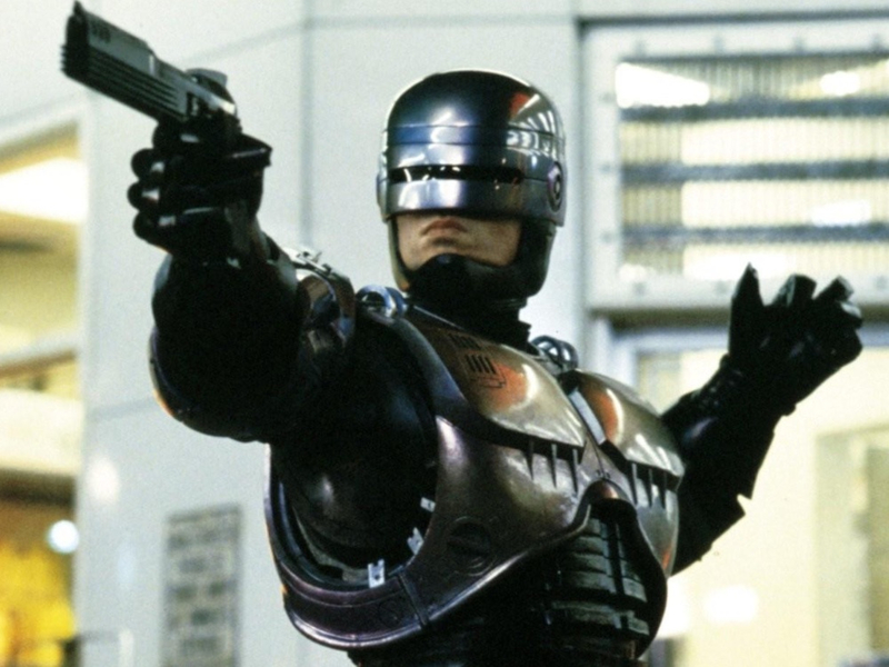 robocop-1987-004-peter-weller-point-to-shoot-1000x750