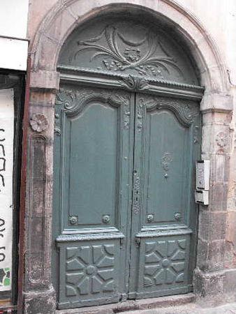Porte_rue_des_Chaussetiers___Clermont_fd
