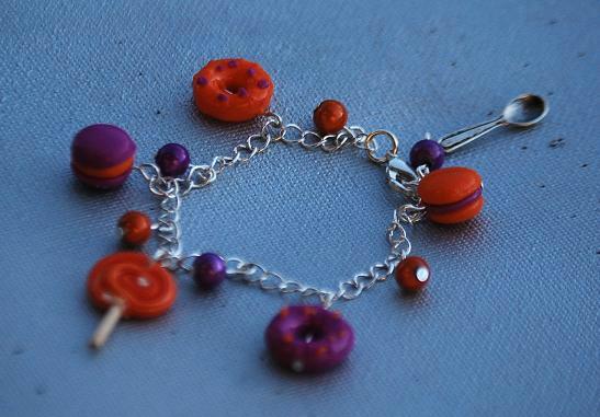 bracelet breloques gourmandes violet et orange