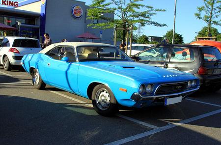 Dodge_challenger_340_2door_hardtop_coup__de_1972__Rencard_du_Burger_King_juin_2010__01