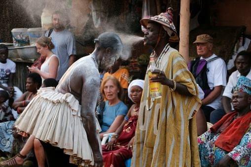 LE GRAND MARABOUT D'AFRIQUE ET SES ACTIVITÉS