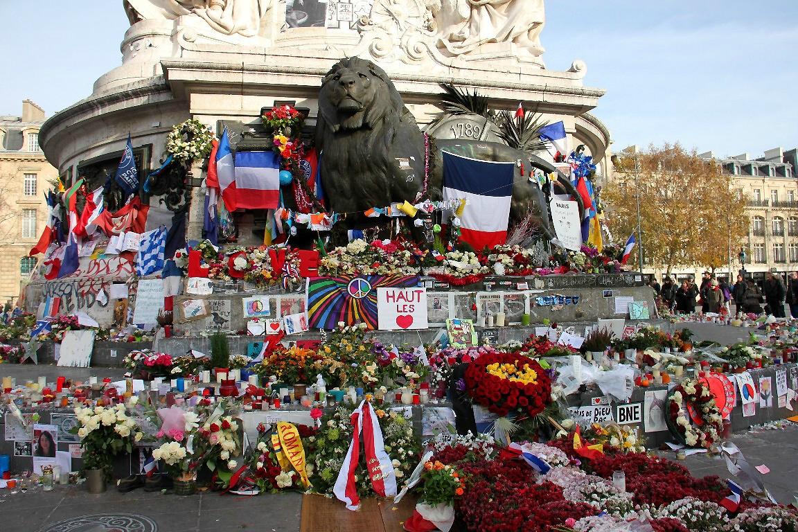 Hommage attentats Répu 13-11-15_6309