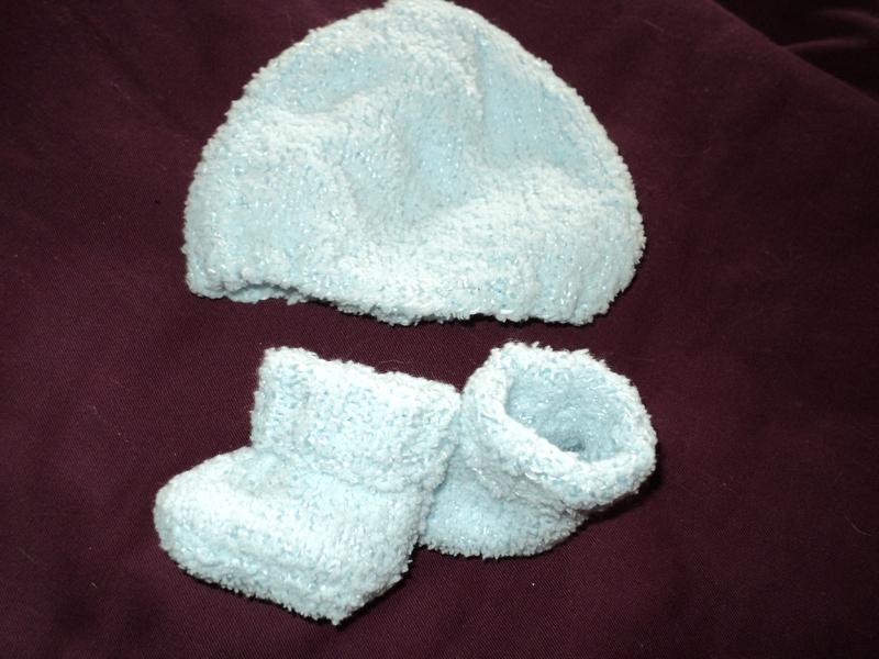 ensemble bonnet et chausson tout doux