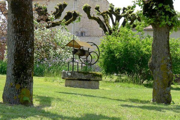 Puits et parc de Tusson Mai 2012 (2)