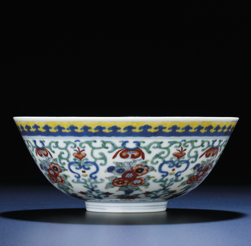 A finedoucai'floral' bowl, Daoguang six-character seal mark and of the period (1821-1850)