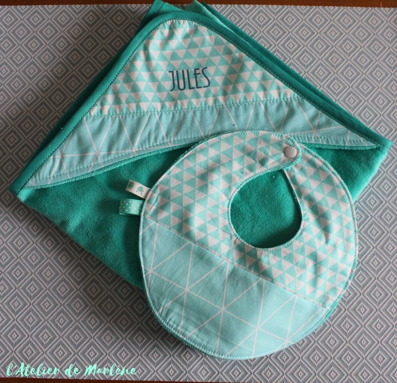 cape de bain personnalisée vert Mint et bavoir