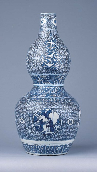 A fine blue and white double-gourd vase, Late Jiajing period (1522-1566)