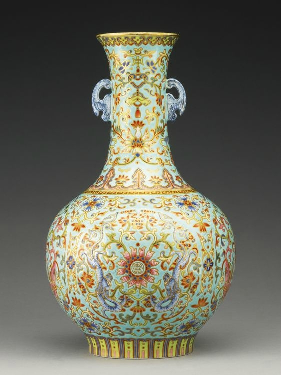 A turquoise-ground famille-rose bottle vase, Qing dynasty,Jiaqing period (1796-1820)
