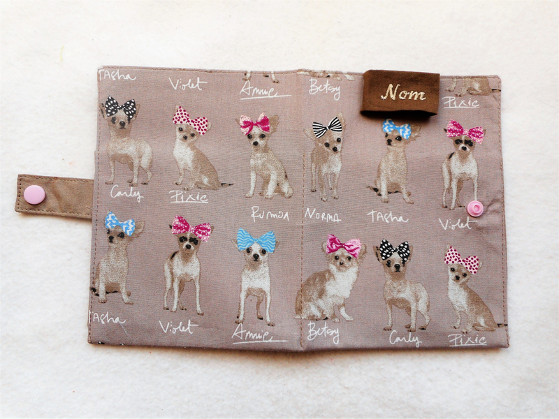 Protège carnet chihuahuas taupe ouvert